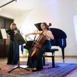KONCERT V SPOMIN PRIMOŽU LORENZU (1942-2007)  Godalni duo Horvat – Grčman (Maja Horvat, violina, Ema Grčman, violončelo);  Mija Novak, klavir; Rdeča dvorana magistrata, Ljubljana, 14.8.2017, Imago Sloveniae